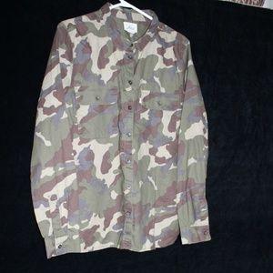 Levi's camo long sleeve shirt sz L